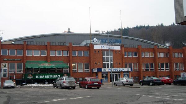 Pohled na zimní stadion Luďka Čajky ve Zlíně. Zdroj: wikipedia.com