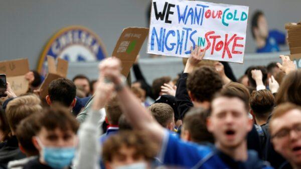 Fanoušci Chelsea protestují proti vzniku Super ligy. Zdroj:besoccer.com