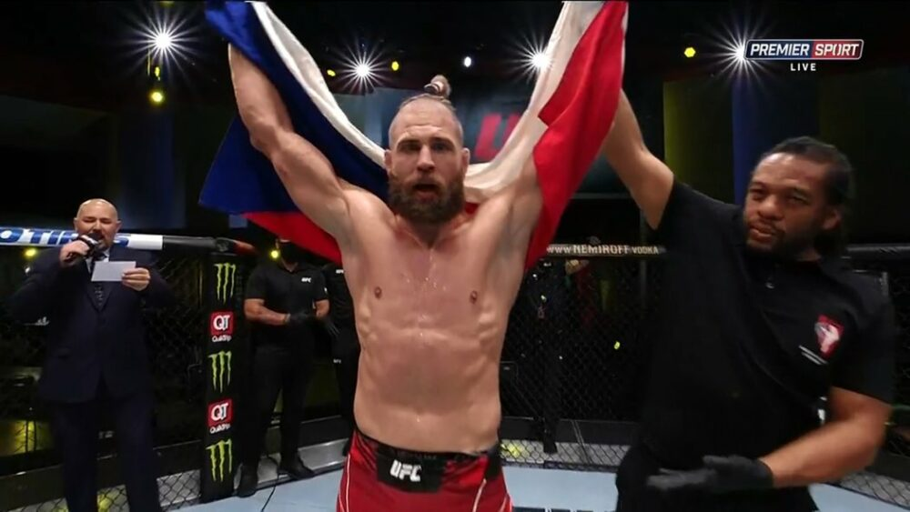 Jiří Procházka triumfoval a nadchl UFC