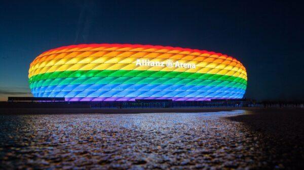 UEFA zakázala Němcům obarvit Allianz Arénu do barev duhy v zápase proti Maďarsku. Zdroj:change.org